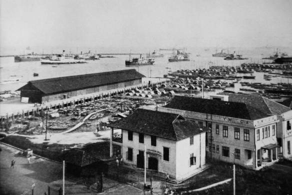 Telok Ayer Market way back in the day. It's now two kilometres inland thanks to aggressive land reclamation.